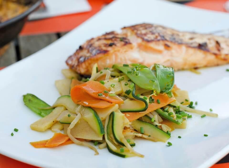 Filets d'églefin et des petits légumes